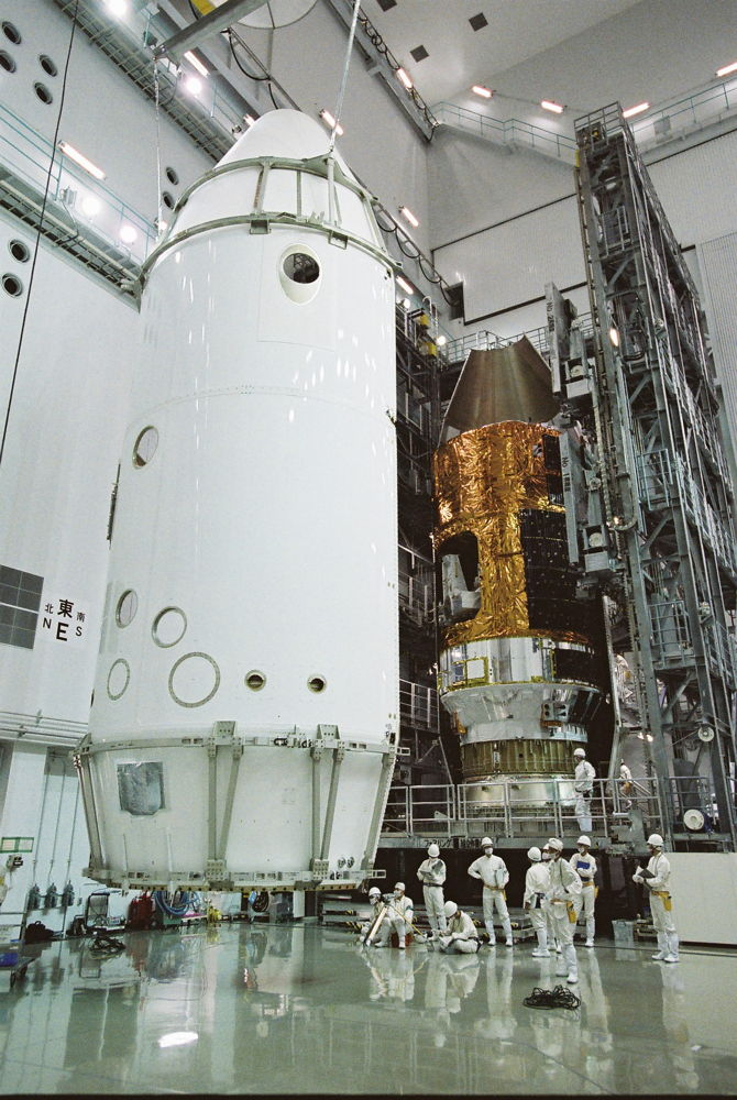 Workers Dwarfed by HTV No4 Payload Fairing Encapsulation