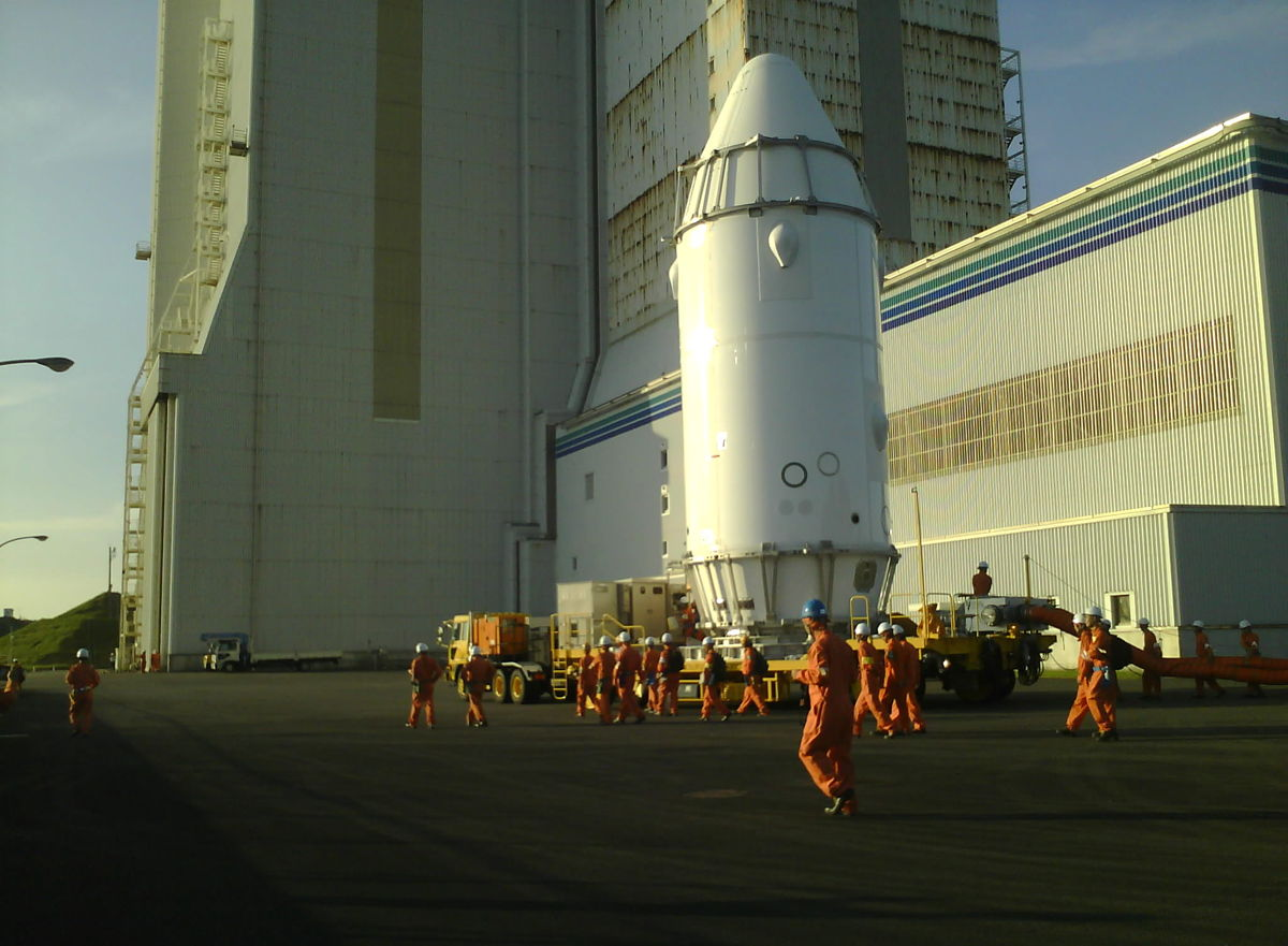 KOUNOTORI4 Spacecraft Transported to the Vehicle Assembly Building