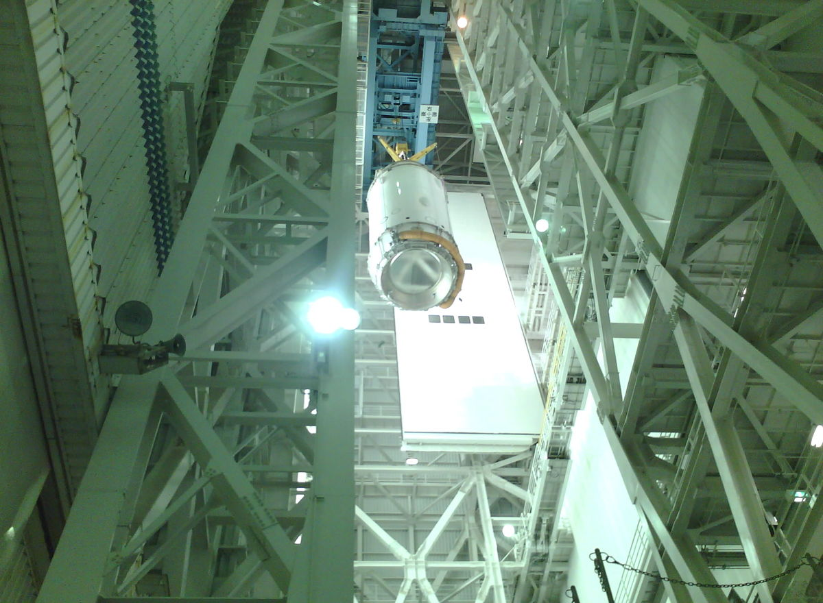 KOUNOTORI4 Lifted to Top of VAB