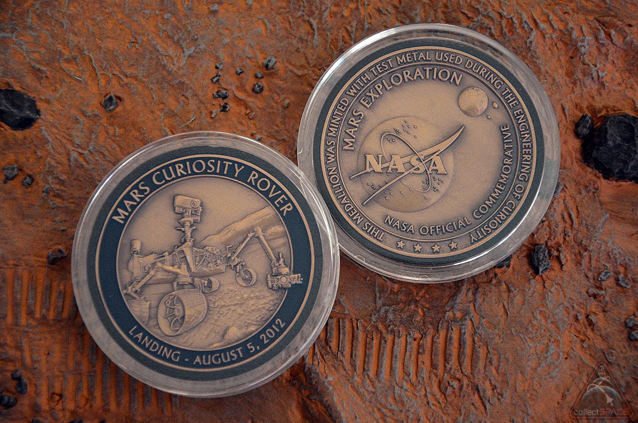 NASA Medallion Commemorates Curiosity Rover's 1st Year on Mars