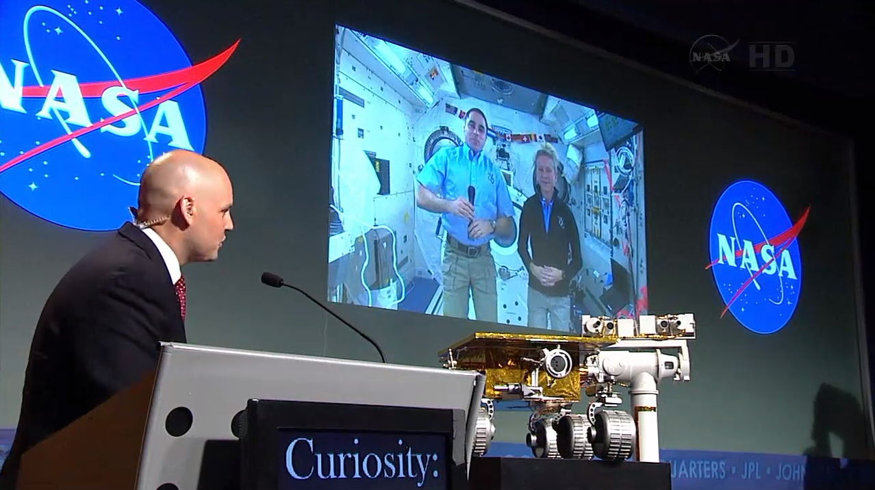 Astronauts Cassidy and Nyberg on Screen During Curiosity One-Year Anniversary Celebration
