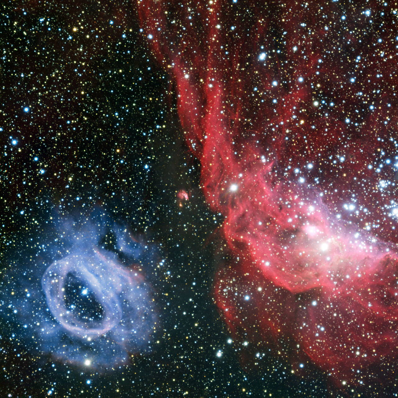 Brilliant Space Clouds Shine Red & Blue in Telescope Views (Photos)