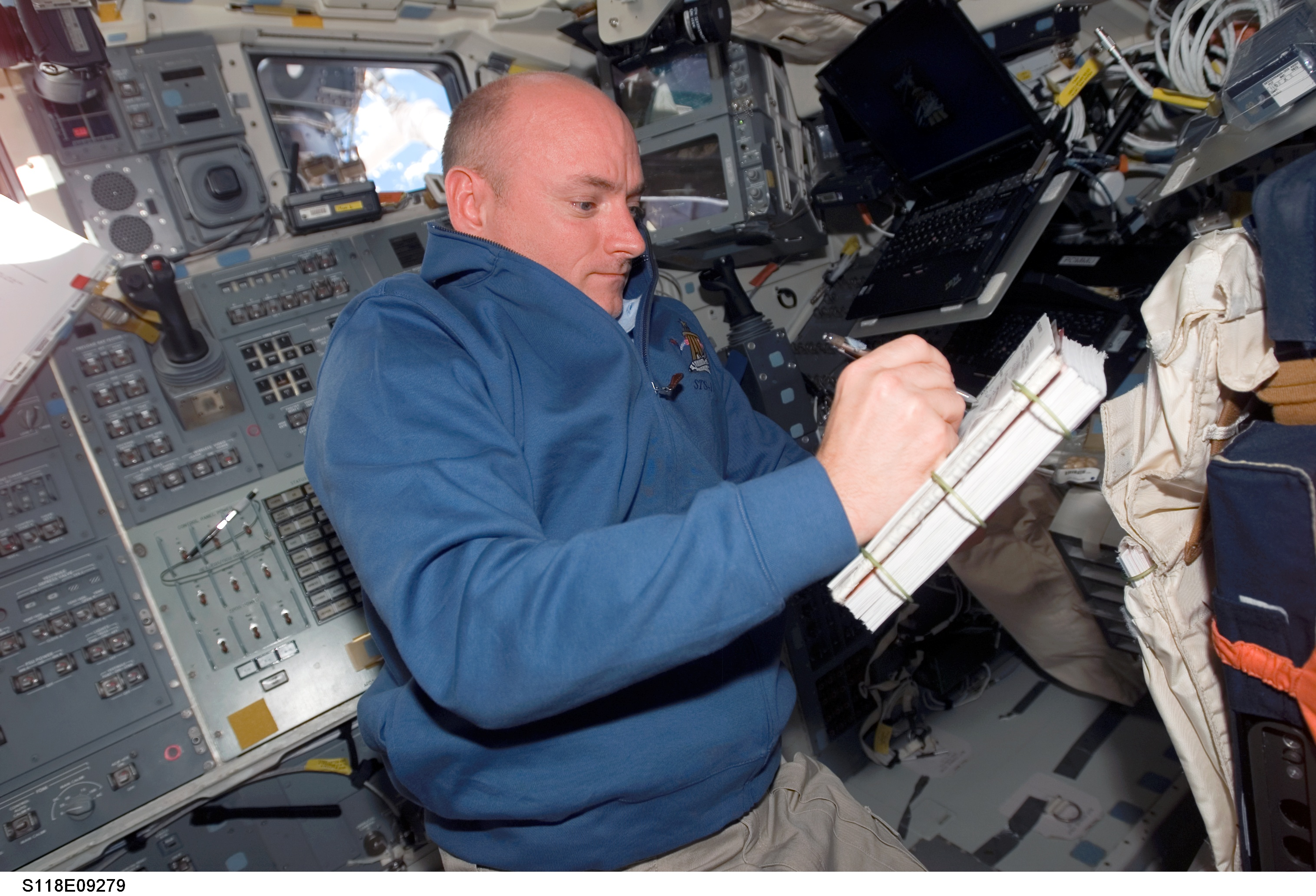 NASA's Twin Astronauts Volunteer as Guinea Pigs for Space Science
