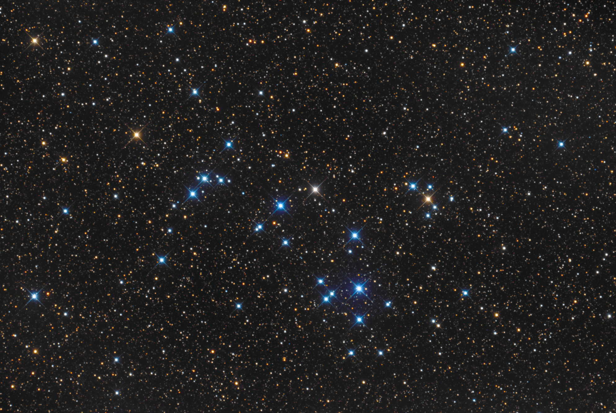 Dazzling Star Cluster Shines in Stargazer's Photo