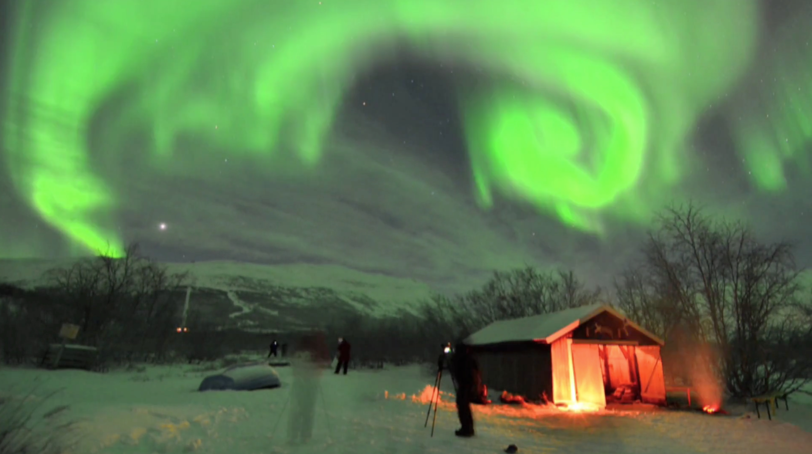 Glowing Northern Lights Dance in Real-Time in Spectacular Aurora Video