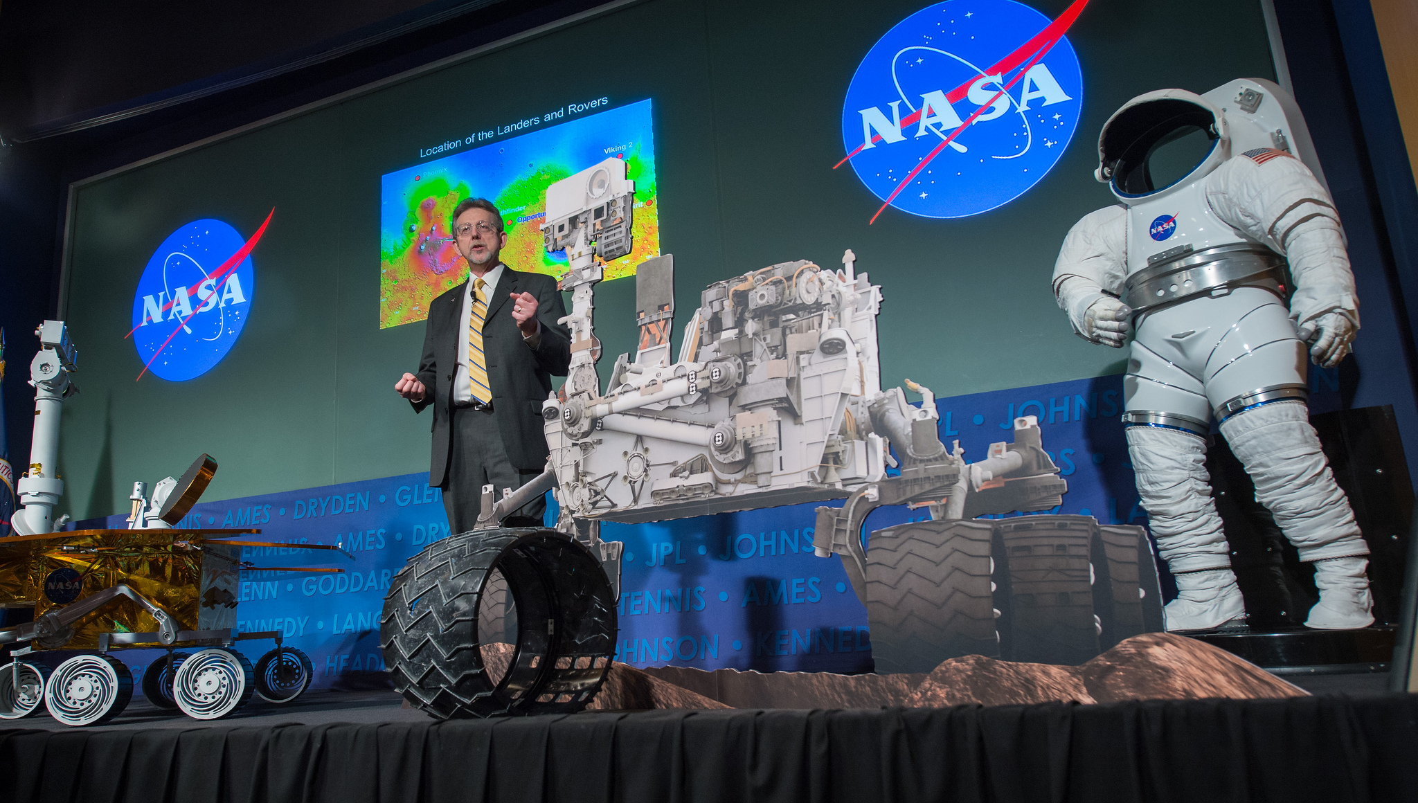 Jim Green Speaks at Curiosity Rover's First Anniversary Event
