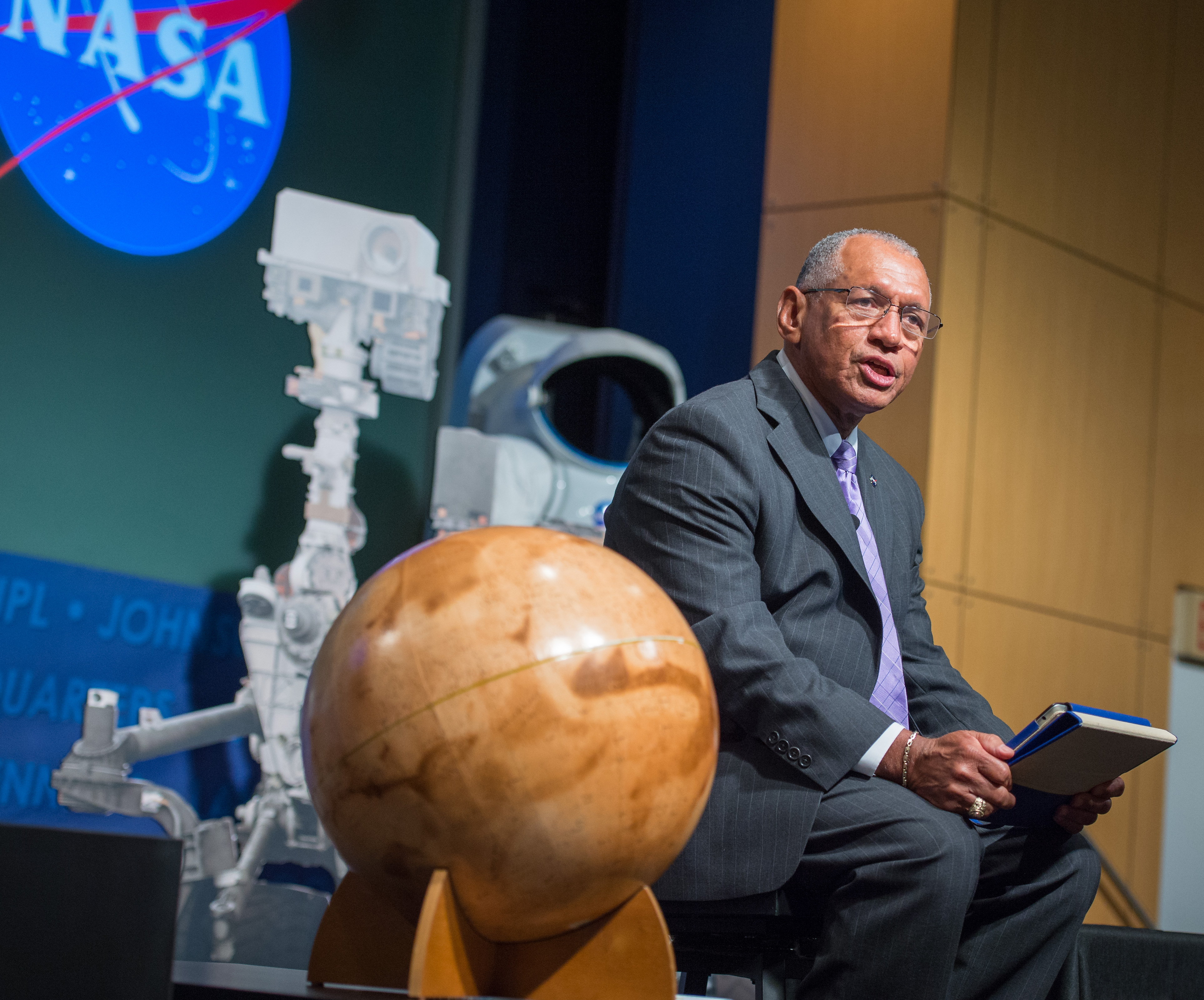 Charles Bolden Speaks at Curiosity's First Anniversary Event