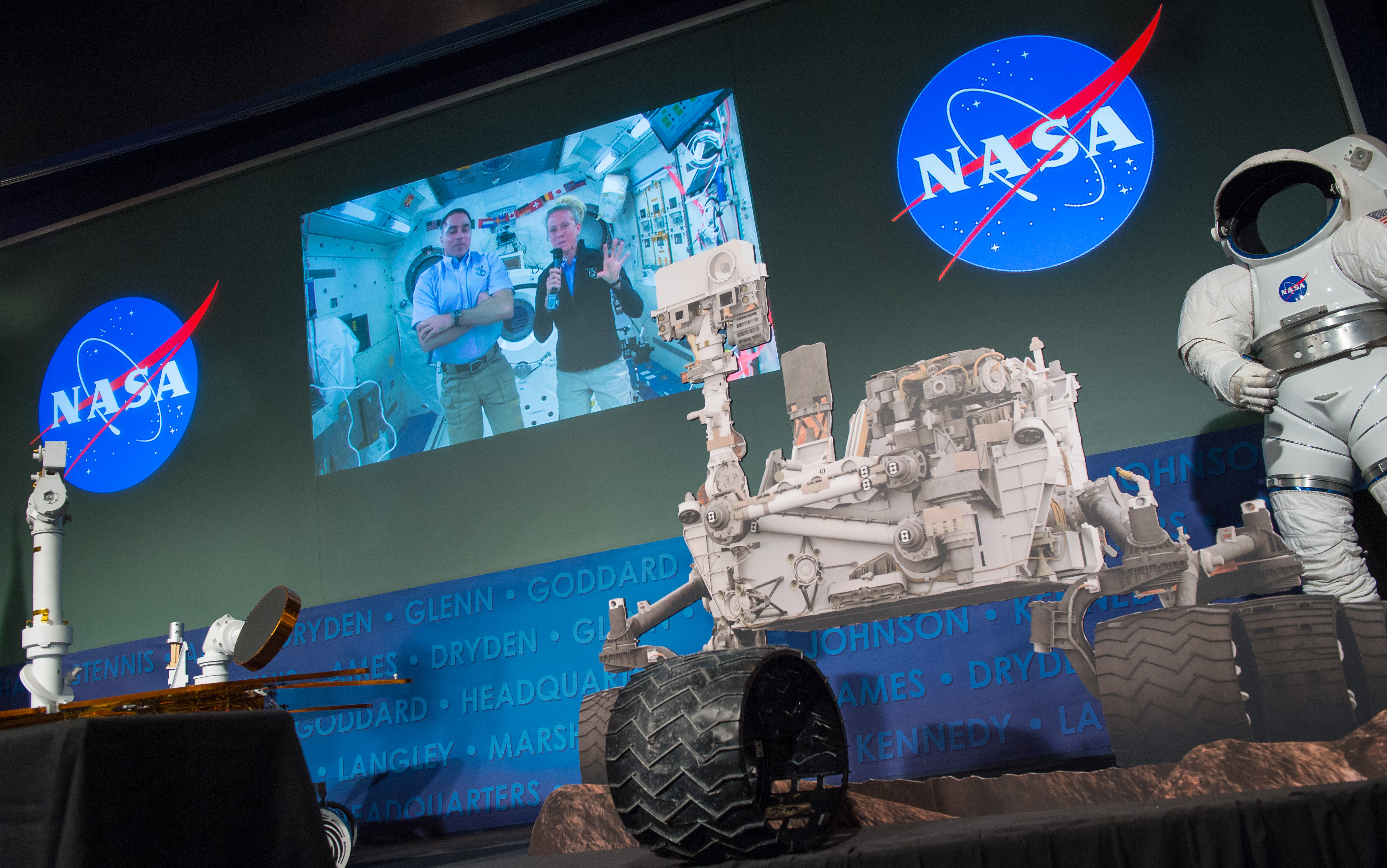 Astronaut Nyberg Celebrates at Curiosity First Anniversary Event