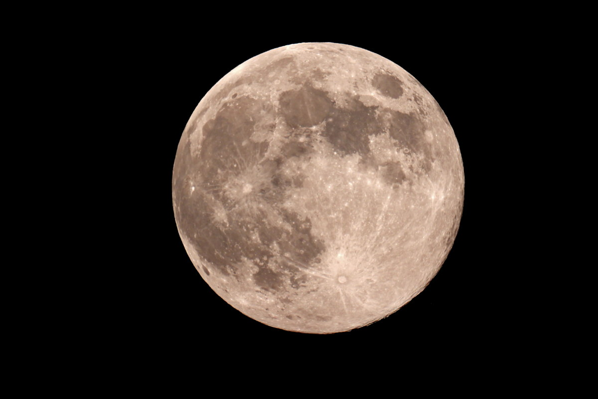 'Exact' Blue Moon Seen From Jadwin, MO
