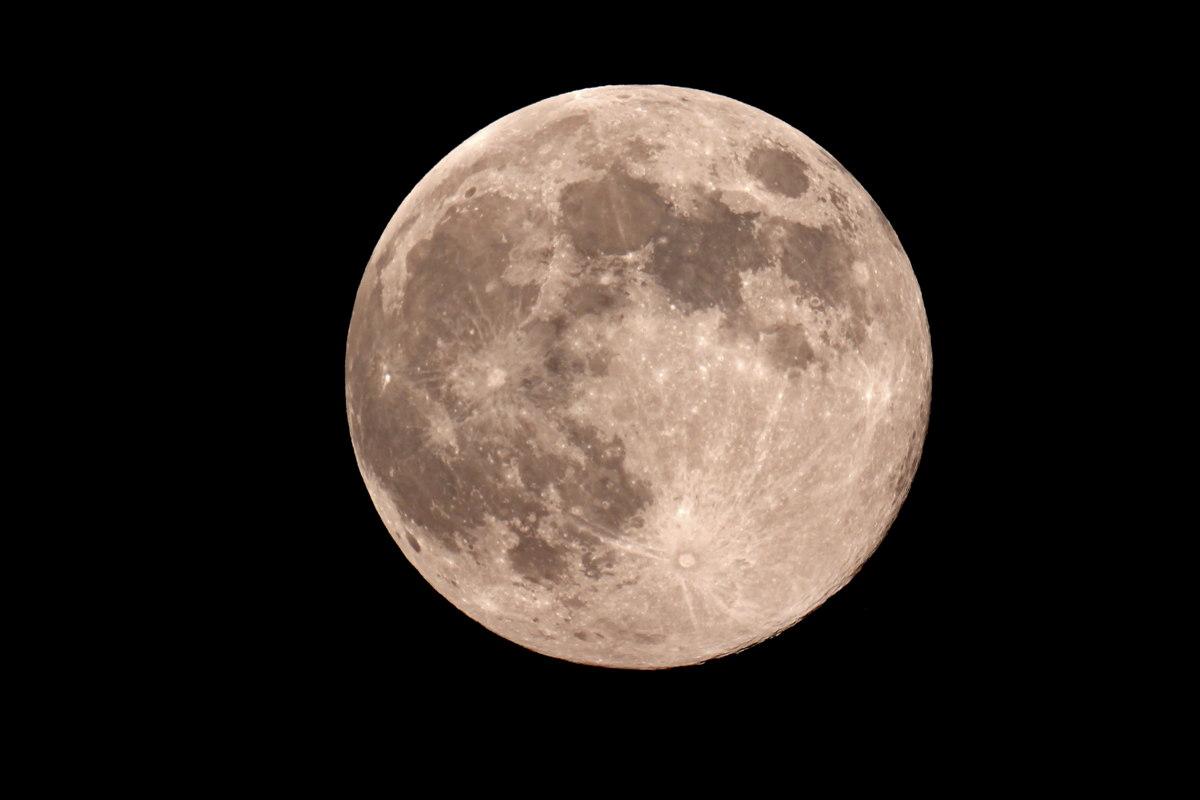 'Exact' Blue Moon Seen From Jadwin, MO