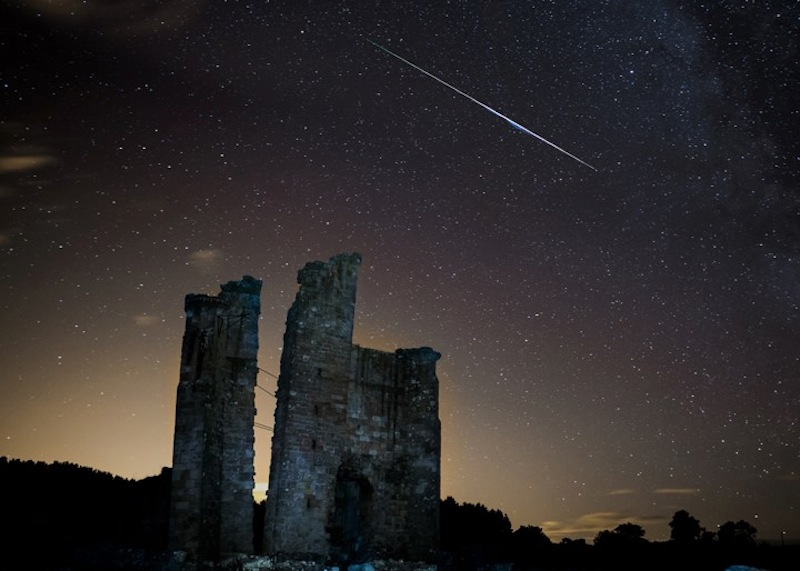 Brilliant Meteor Streaks Over English Castle (Photo)