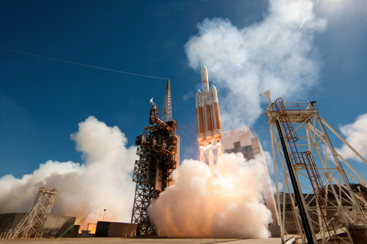 Launch Photos: Huge Delta 4-Heavy Rocket Soars with Secret NROL-65 Satellite