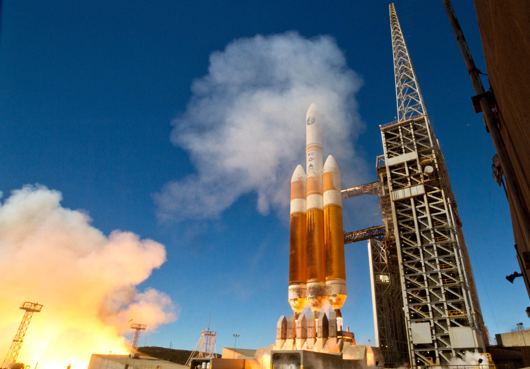 Delta 4 Heavy Rocket Launches From Space Launch Complex-6