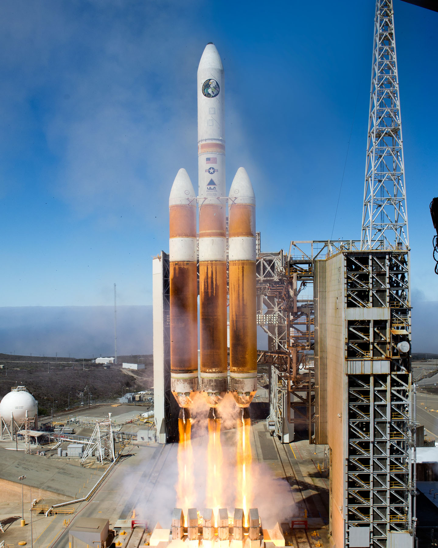 Delta 4 Heavy Rocket Takes Off