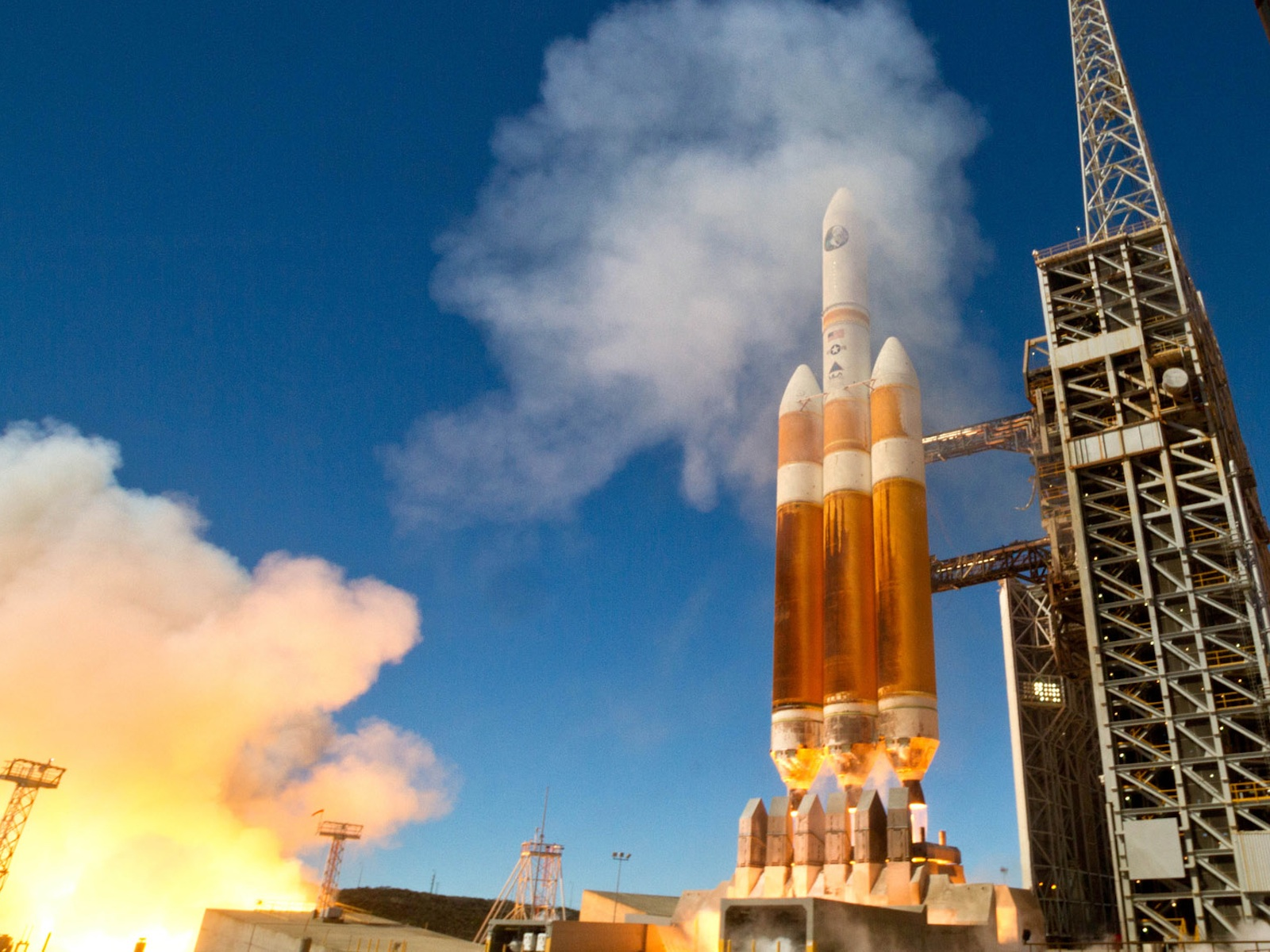 Delta 4-Heavy Rocket Launches space wallpaper