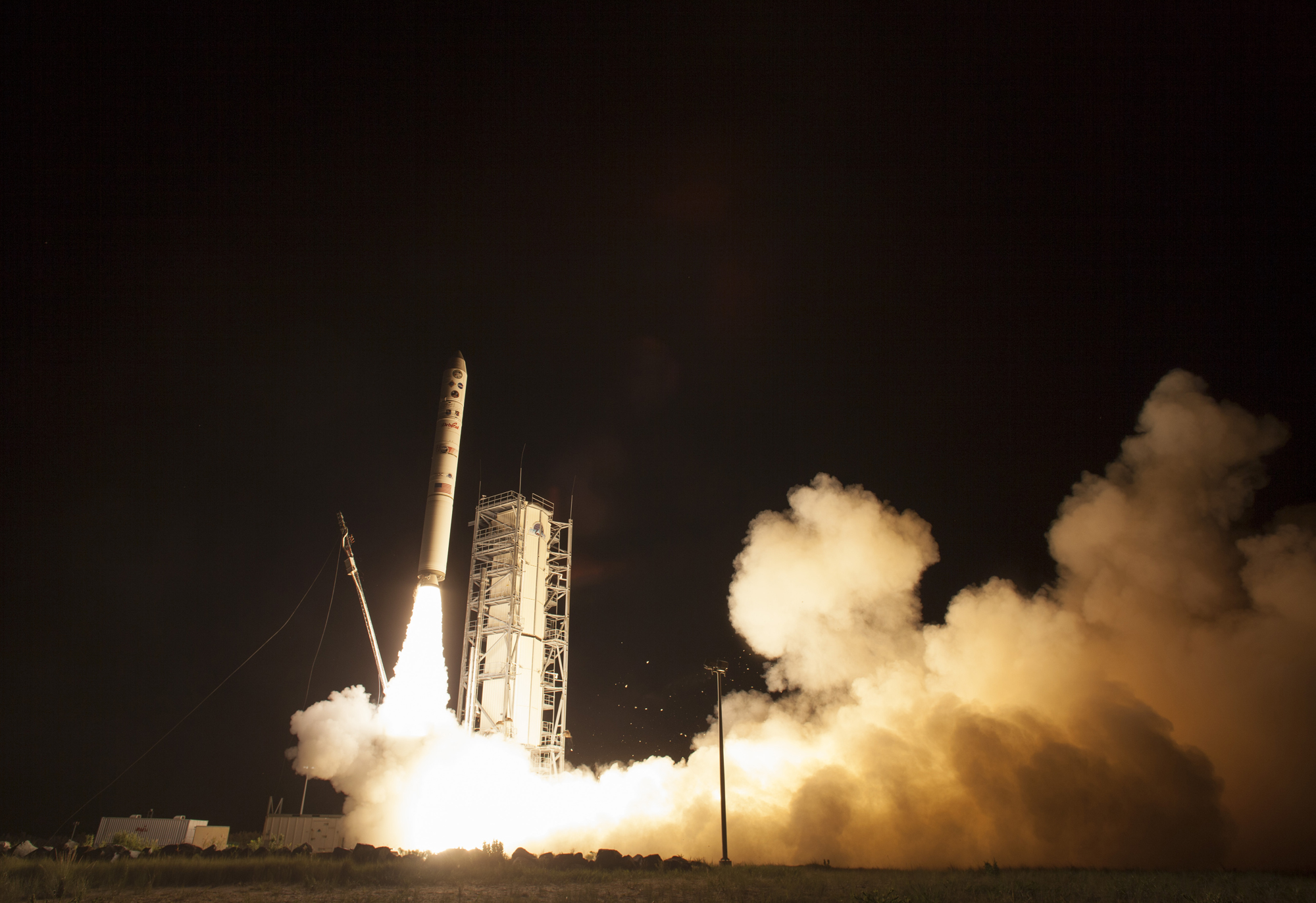 Liftoff! NASA's LADEE Moon Probe Blasts Off