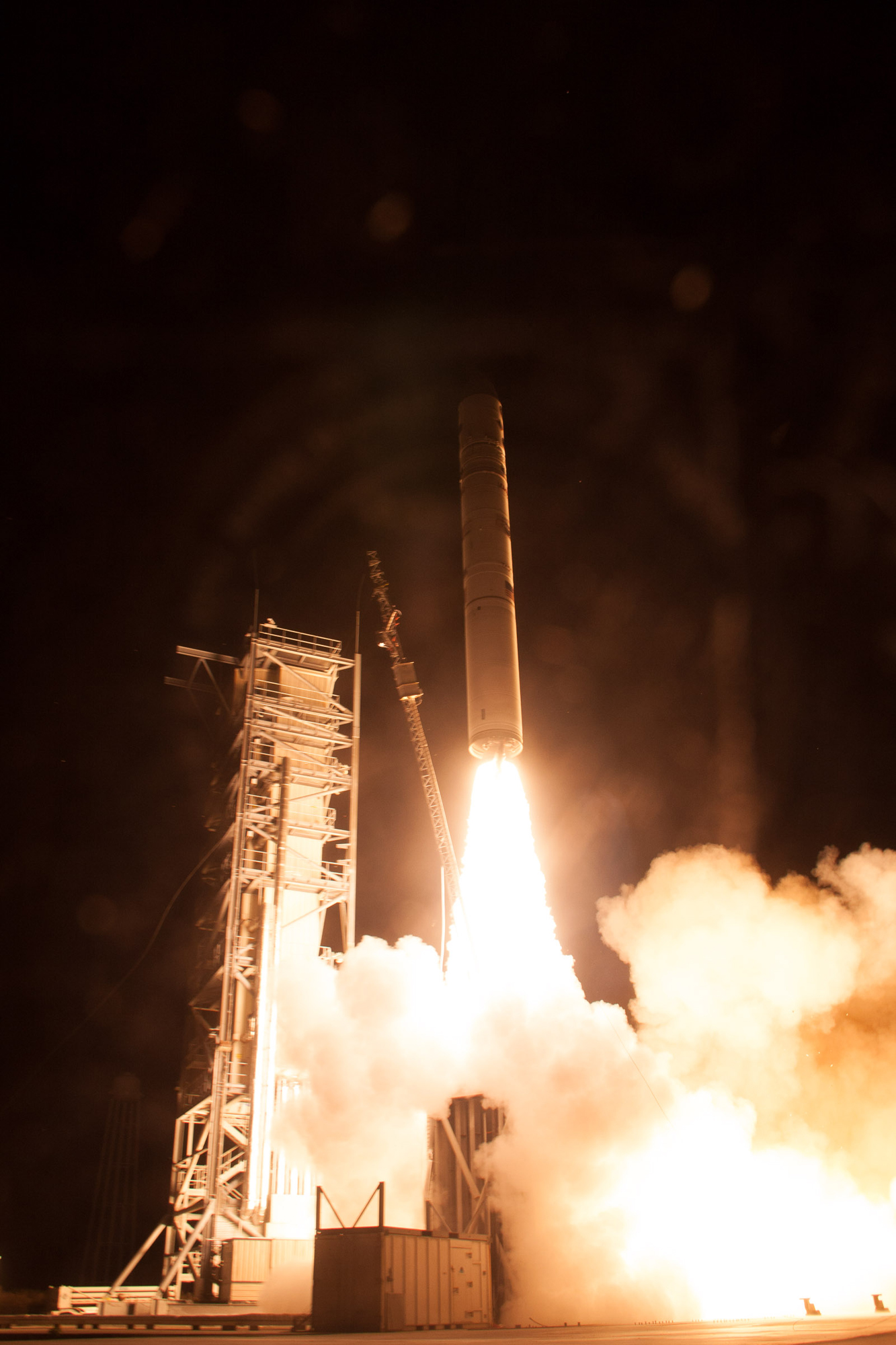 NASA LADEE Launches Toward the Moon