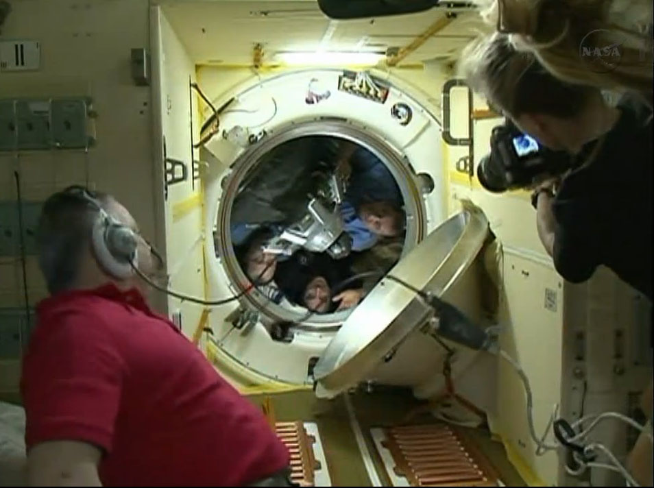 Expedition 36 Crew Hatch Closure