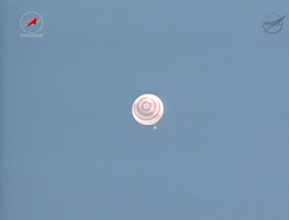 Expedition 36 Landing: Soyuz Parachutes