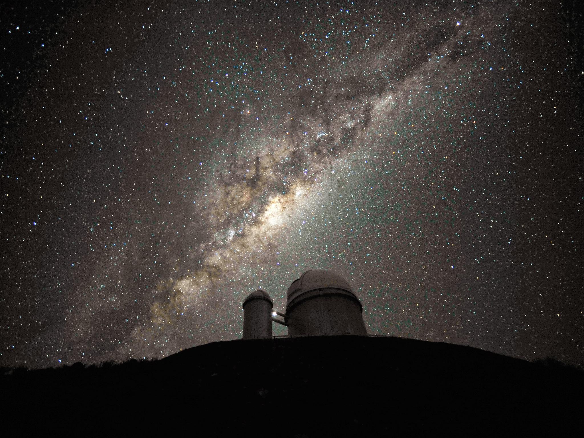 Milky Way Bulge Over ESO Telescope