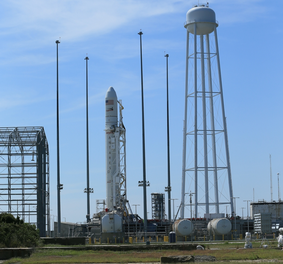 Technical Glitch Delays First Launch of New Commercial Spacecraft