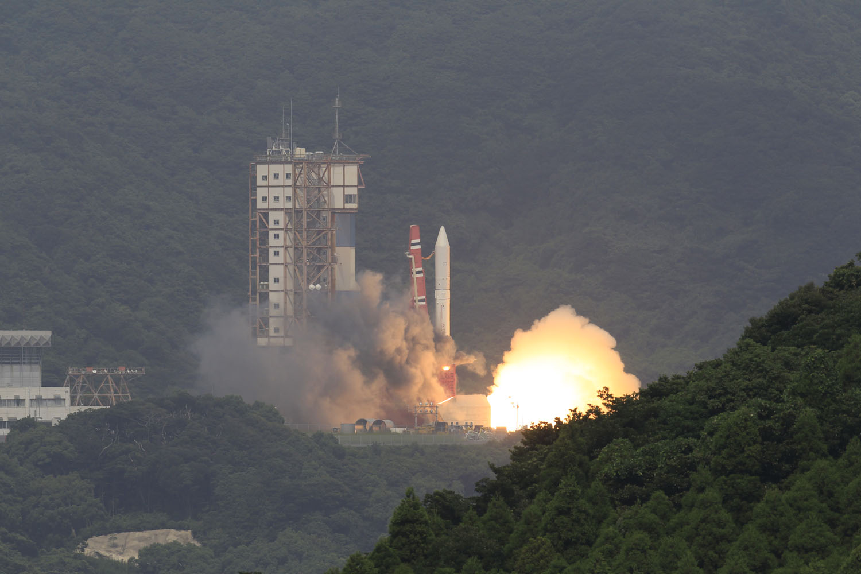 Liftoff! Japan's Epsilon Rocket Launches 1st Flight