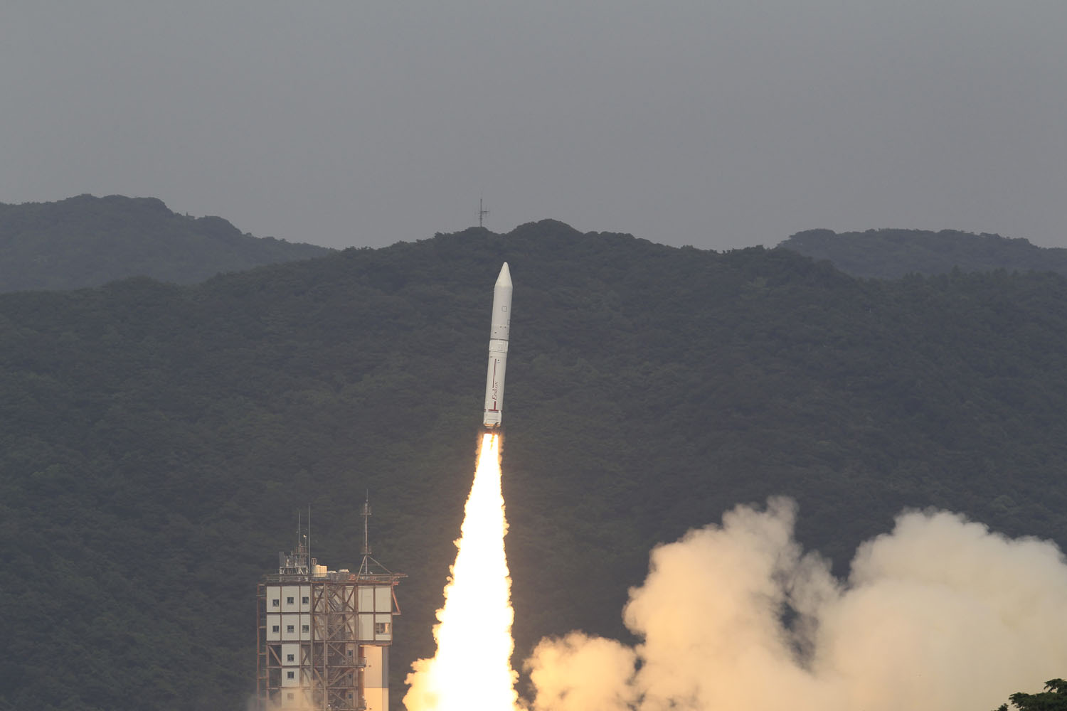 Japan's 1st Epsilon Rocket Launches Into Space On Maiden Voyage