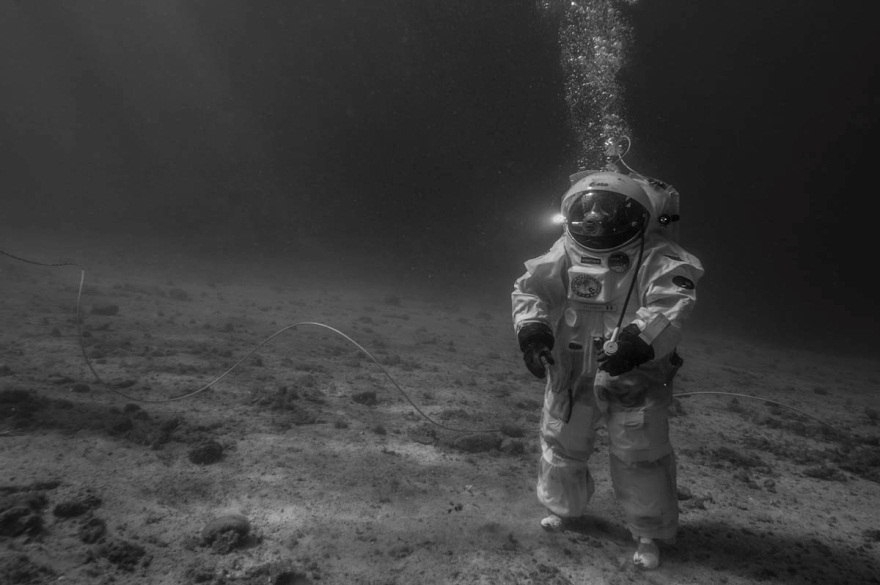 Astronauts Take Underwater Moonwalk In 'Apollo 11 Under ...