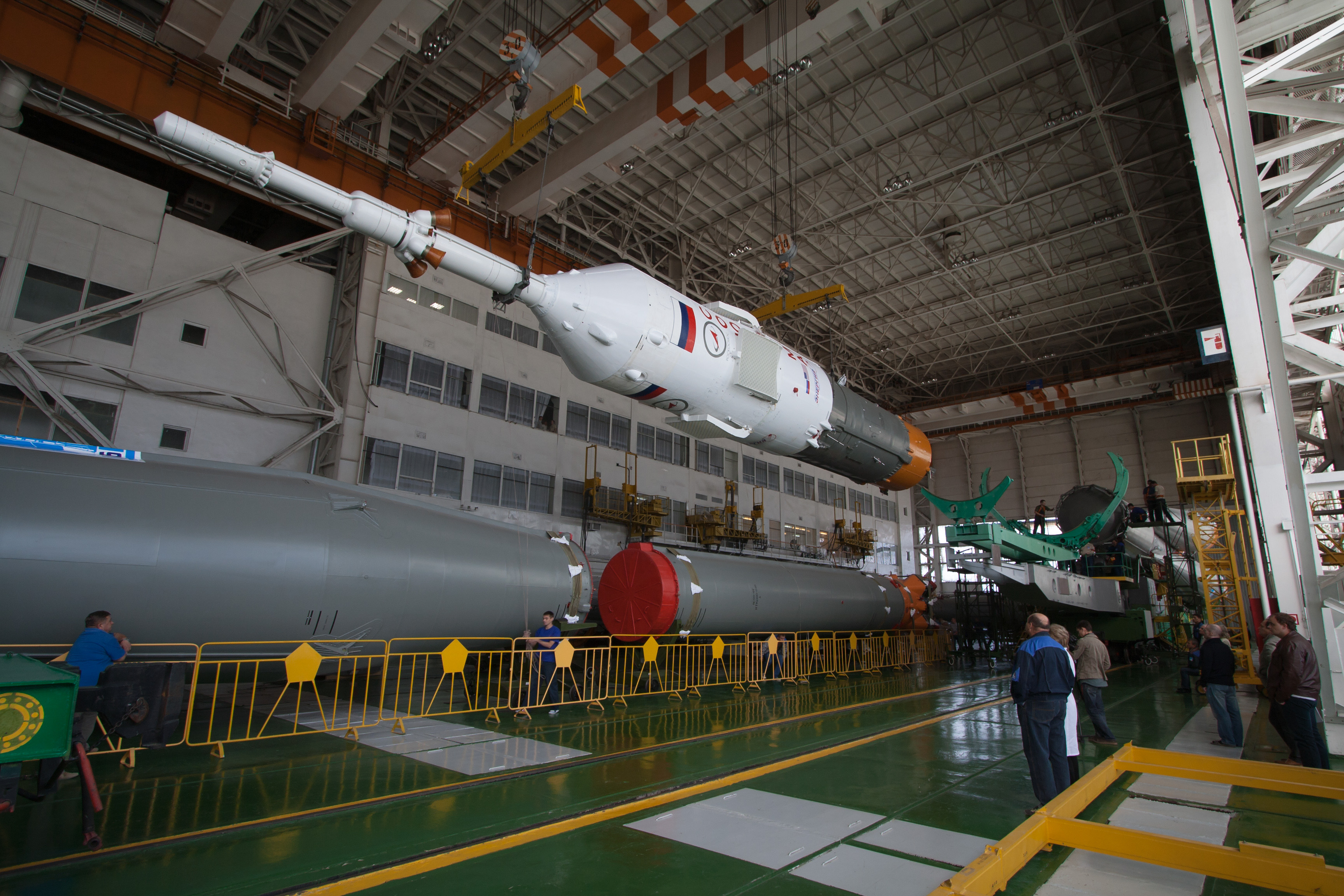 Expedition 37: Soyuz Rocket and Soyuz TMA-10M Spacecraft Assembly