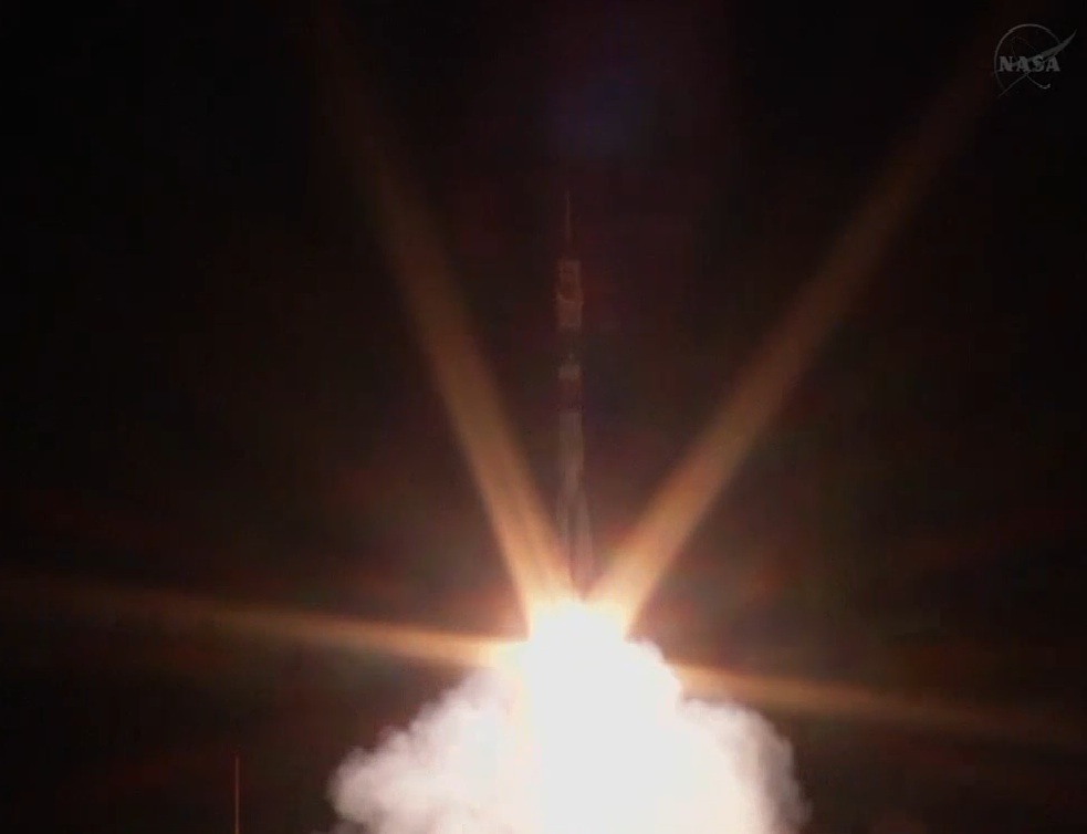Soyuz Rocket Launches 3-Man Crew on Express Trip to Space Station