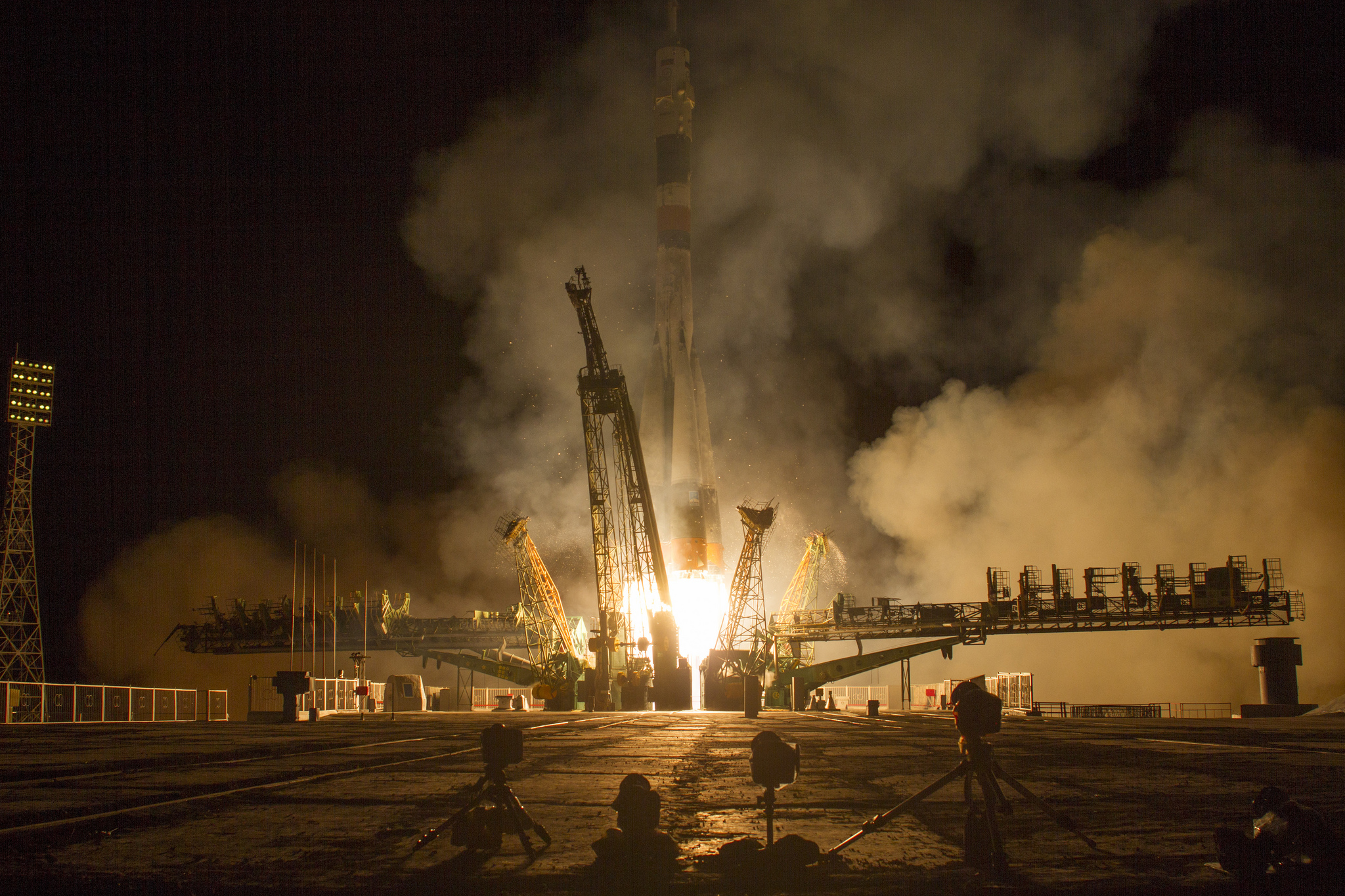 Soyuz Spacecraft Launches Expedition 37 Crew