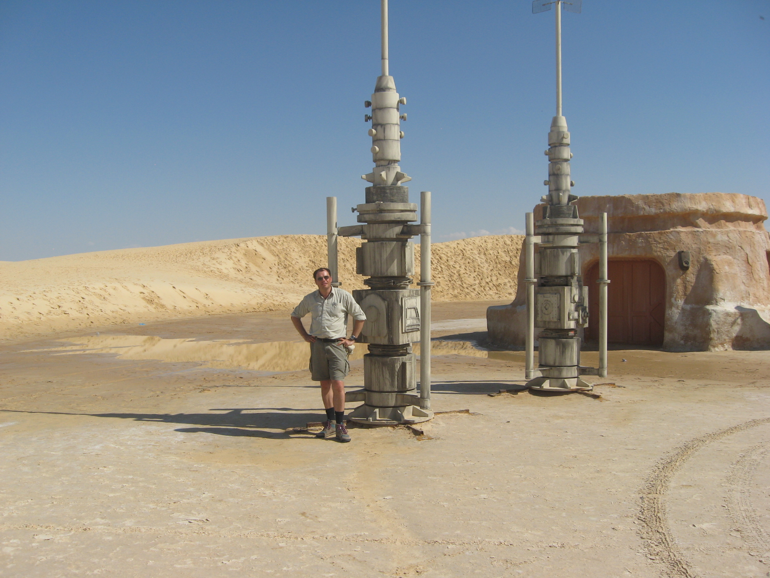 'Star Wars' Film Set Feels the Force of Fast-Moving Sand Dune