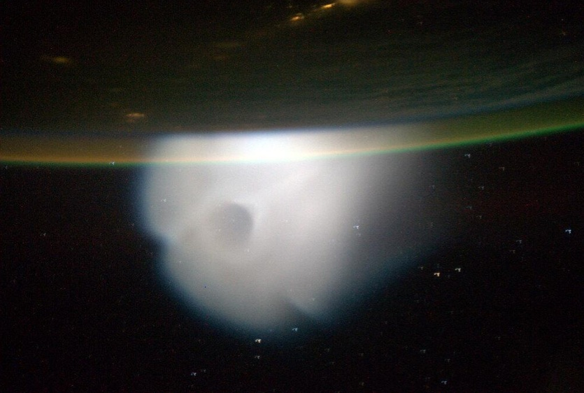 Astronauts See Strange Cloud in Space from Missile Launch (Photos)