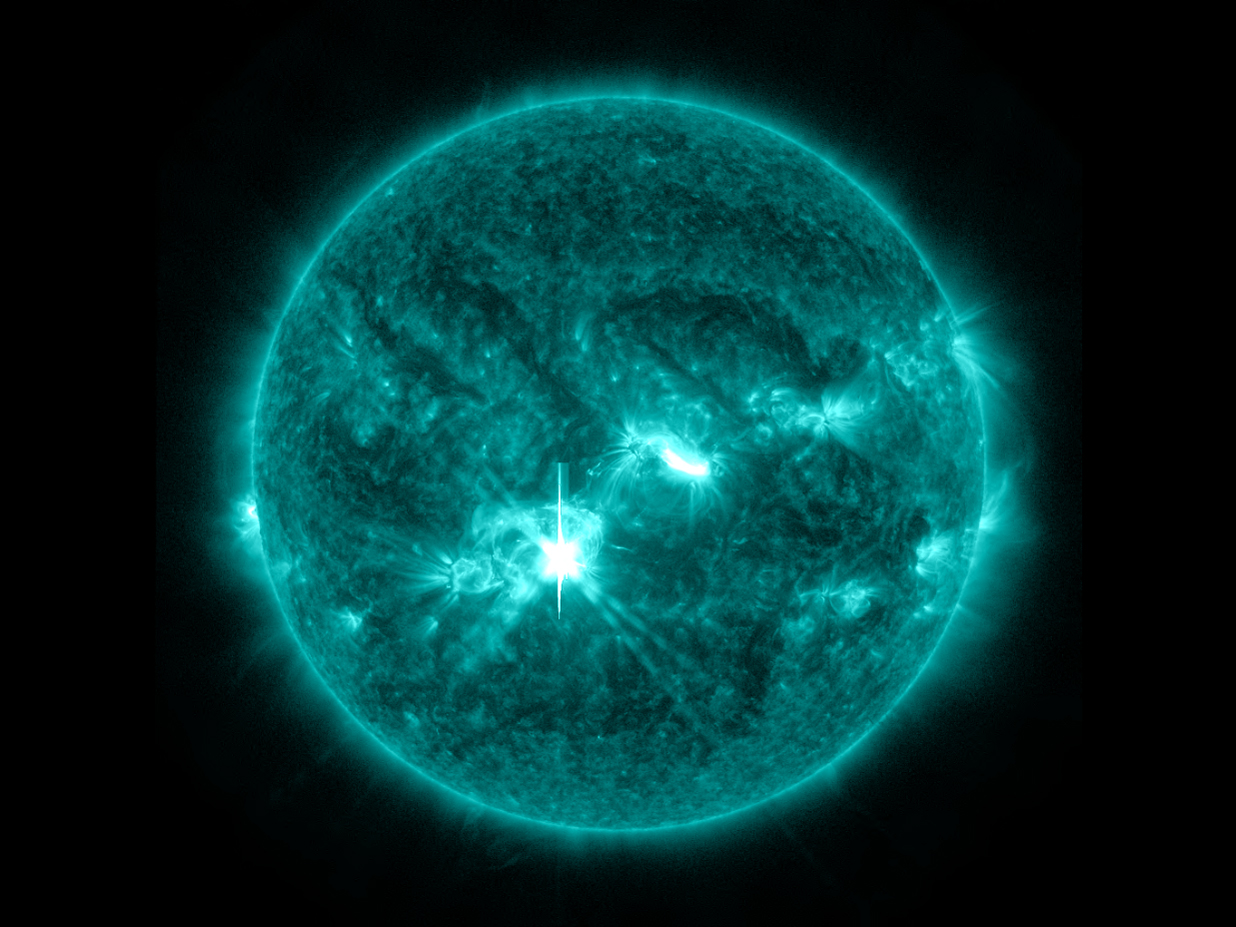 Sun Unleashes Powerful Flare on Oct. 23, 2013