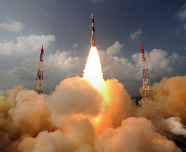 Liftoff! India's First Mars Probe Launches Toward the Red Planet
