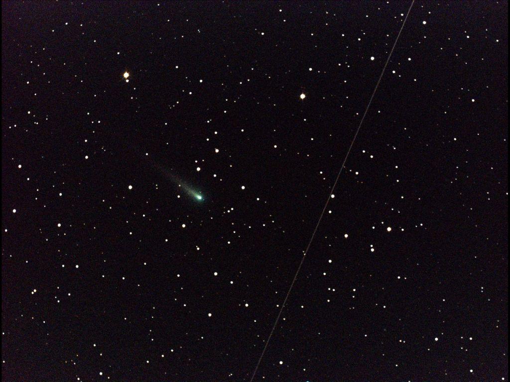 Comet ISON Streaks through Leo Constellation