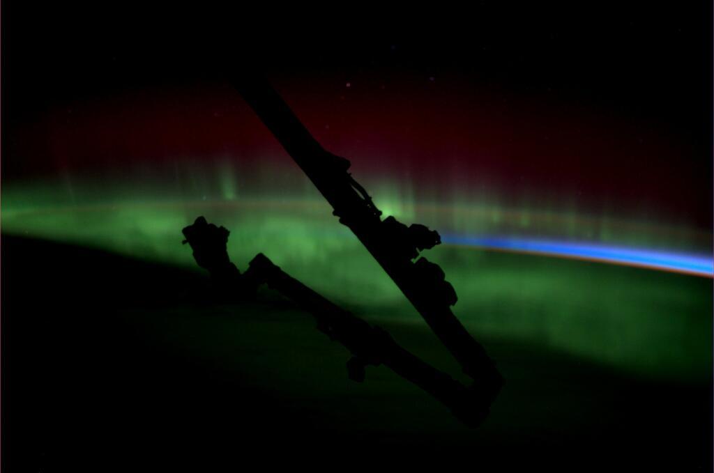 Karen Nyberg: Stunning Aurora with Canadarm2 Silhouette