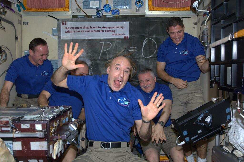 Luca Parmitano Jokes Around Aboard the ISS