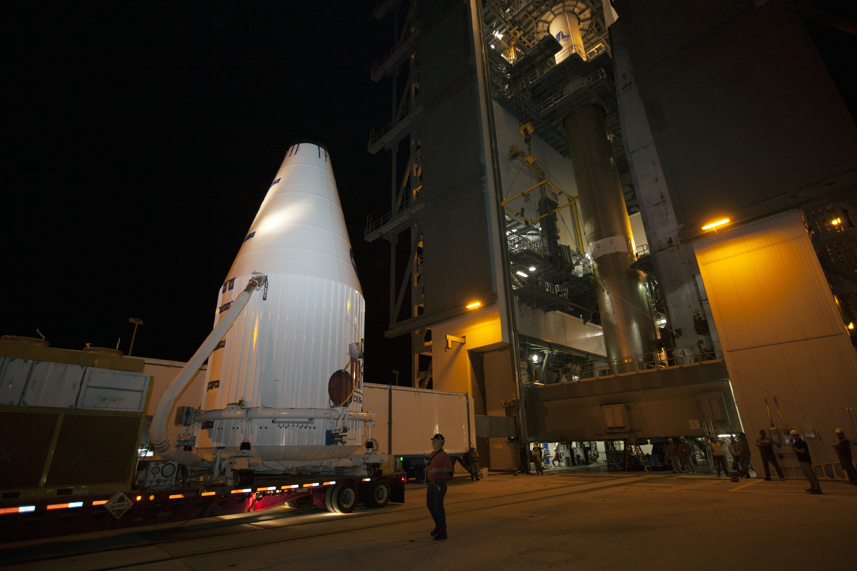 Transporter Moves MAVEN to Launch Complex