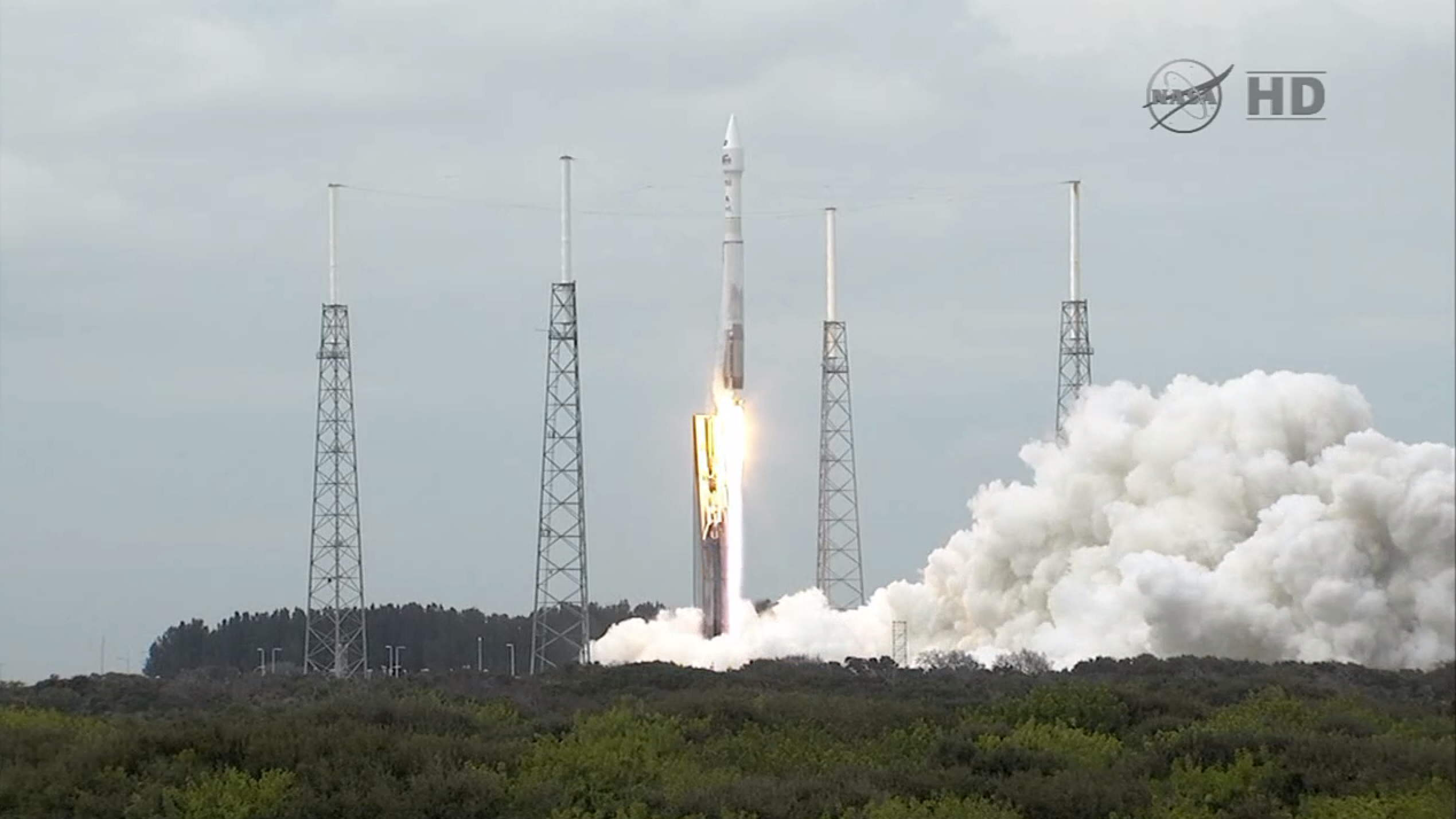 MAVEN Spacecraft Launches With Huge Exhaust Plume