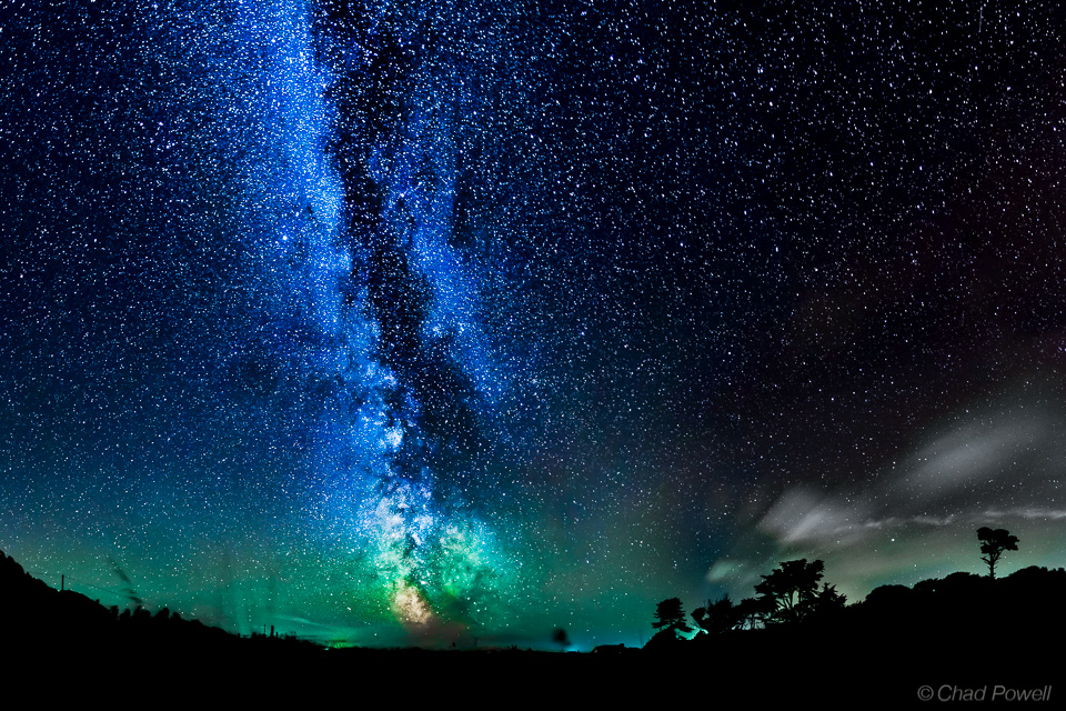 Milky Way Galaxy, Eerie Airglow Paint Night Sky Amazing Colors (Photo)