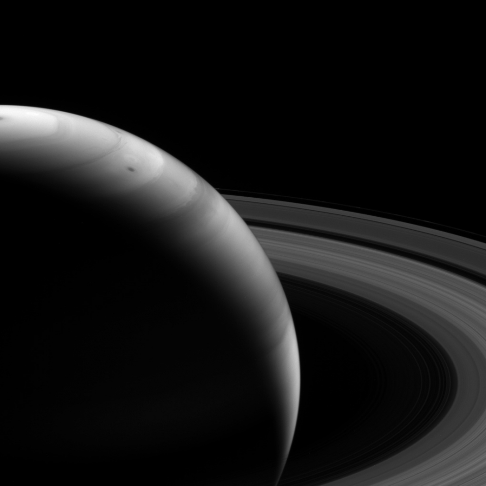Saturn's Rings and Clouds Dominate Amazing New Photo