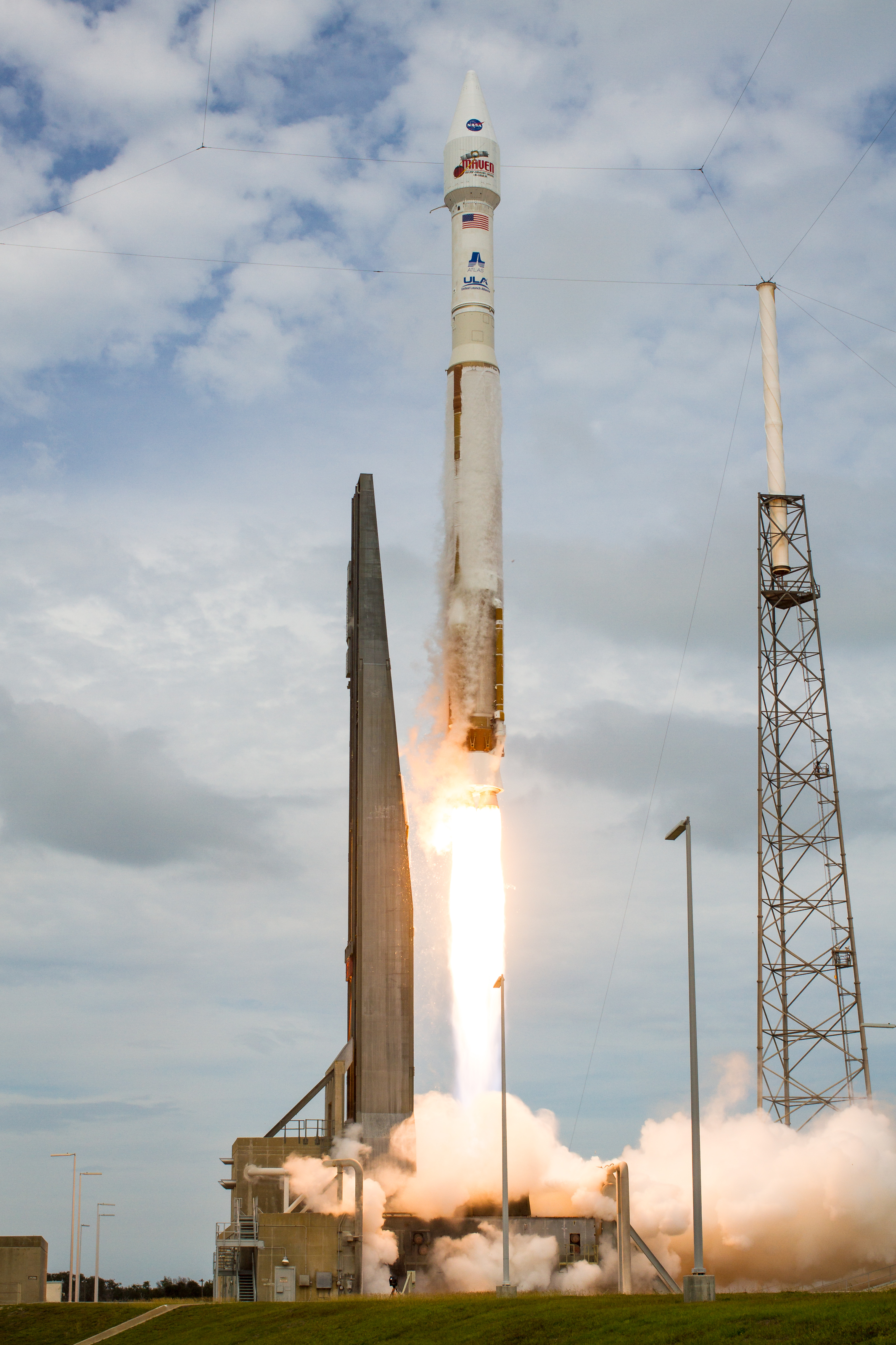 Atlas V Rocket Blasts Off with MAVEN