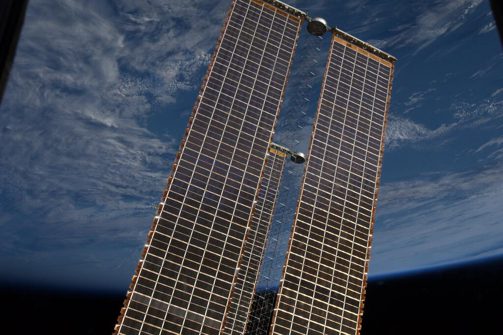 Rick Mastracchio Takes Stunning Image of ISS Array Panels