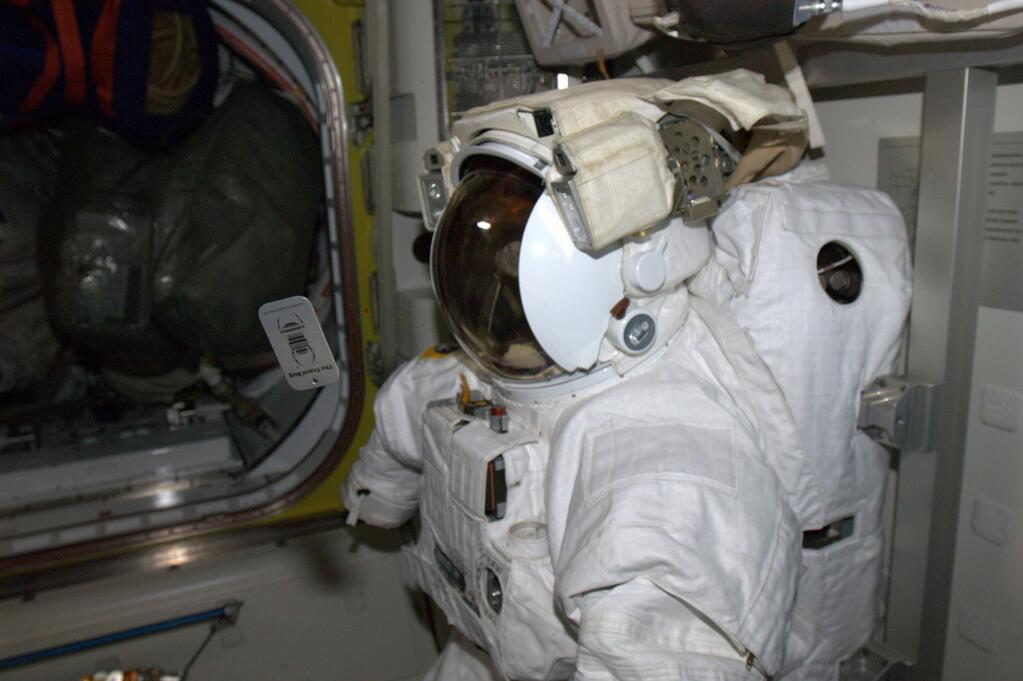 Rick Mastracchio on ISS: Floating Geo-Space Bug and Suits