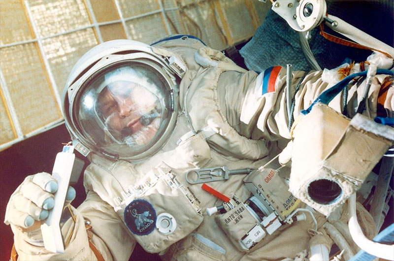 Cosmonaut Alexander Serebrov, Veteran of 4 Space Missions, Dies at 69