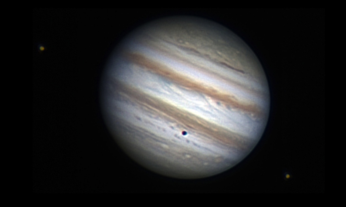 Amateur Astronomer Sees Jupiter, 2 Moons & a Shadow (Photo)