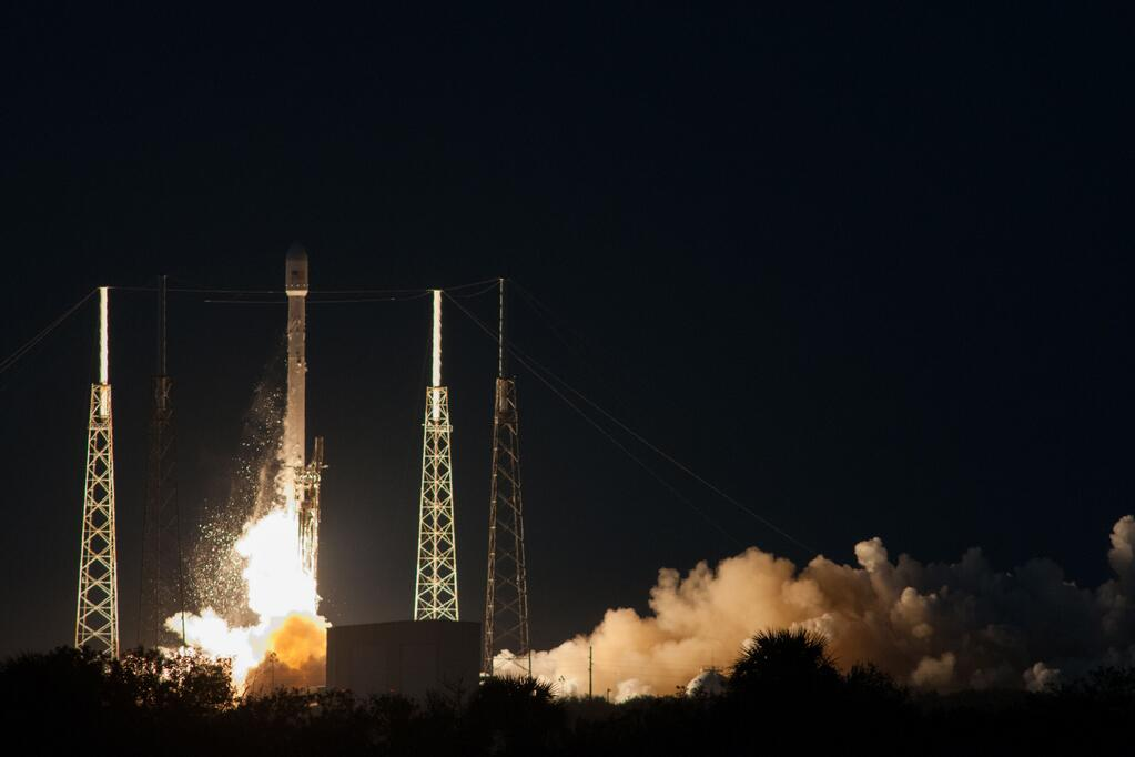 Liftoff: SpaceX Falcon 9 Rocket Launches SES-8