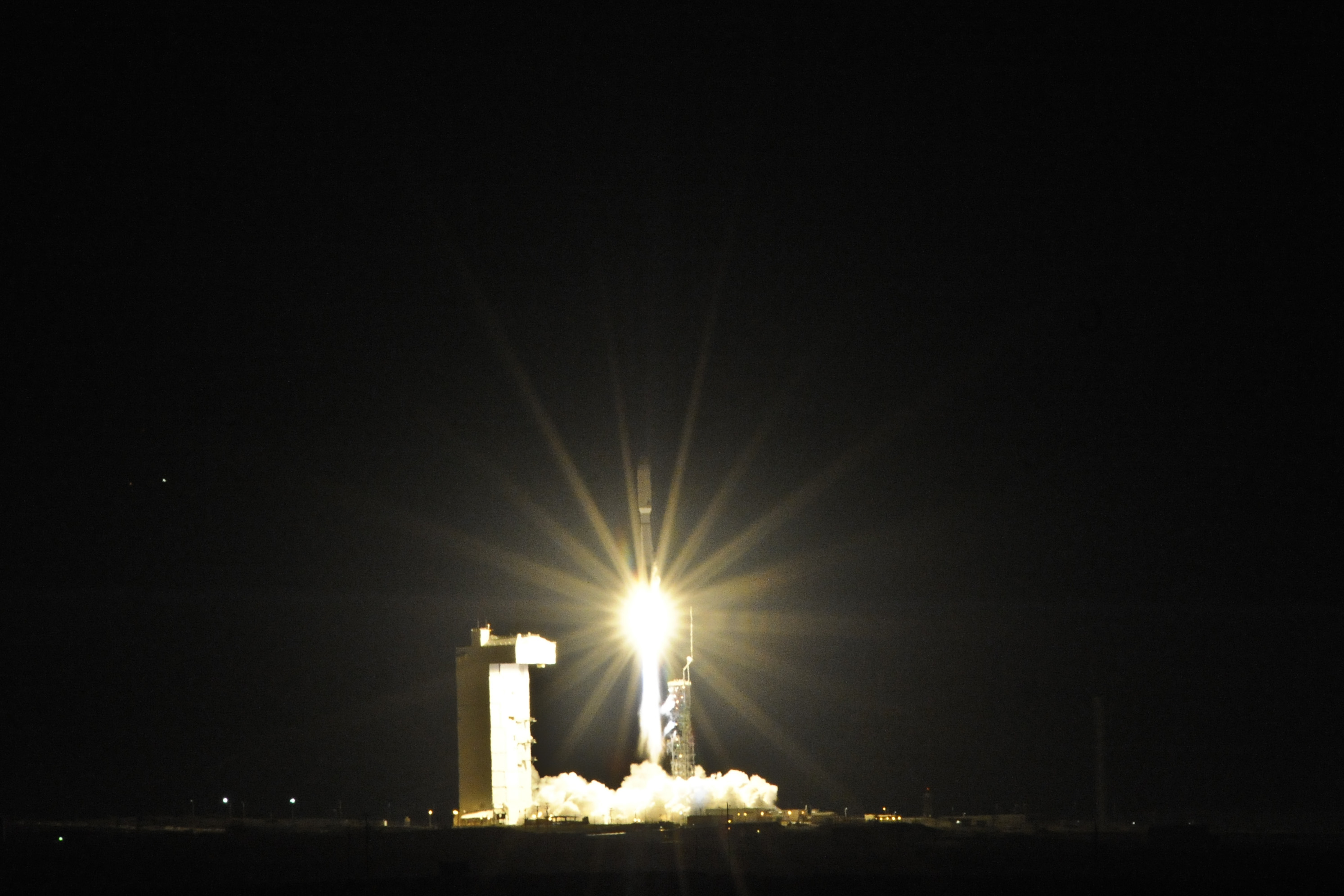 Launch Photos: Classified US Spy Satellite Blasts Off on Atlas 5 Rocket