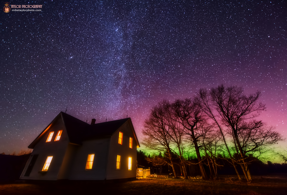 Northern Lights Dance Over Maine Farmhouse in Stunning Photo